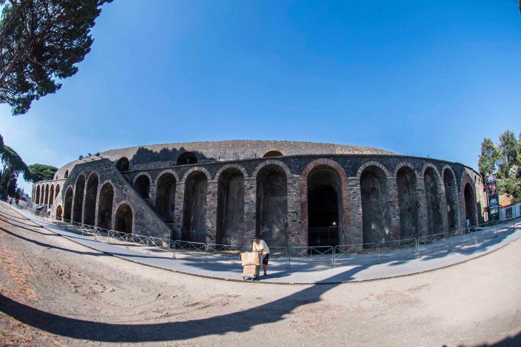 Gilmour-at-pompeii 17
