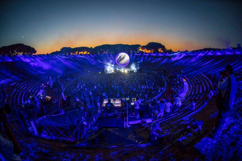 Gilmour-at-pompeii 25