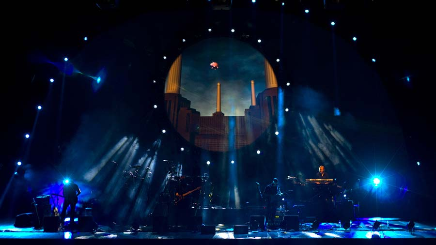 "Watch Amazing ""Pigs (Three Different Ones)"" performence by Brit Floyd"