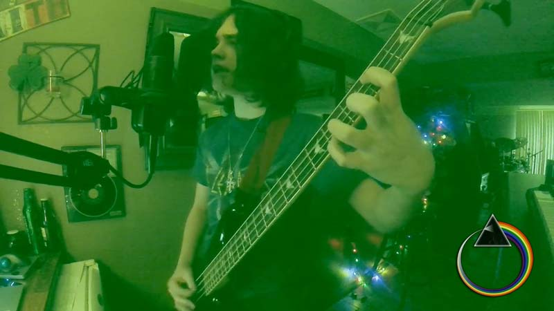 """Watch, 14 Year-old Pink Floyd Fan's Amazing Cover of """"MONEY"""" – Gilmour&Waters Should be Proud of Him!"""